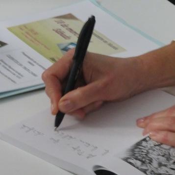 """Firmando """"Cuentos en tinta china"""", Biblioteca Regional de Murcia, 2014."""